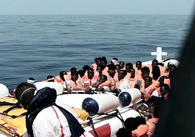 """法国称会接收慈善船""""水瓶座""""号上的部分移民"""