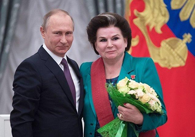 普京祝贺世界上第一位女宇航员捷列什科娃宇宙飞行55周年