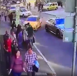 已有莫斯科出租车司机冲撞行人视频