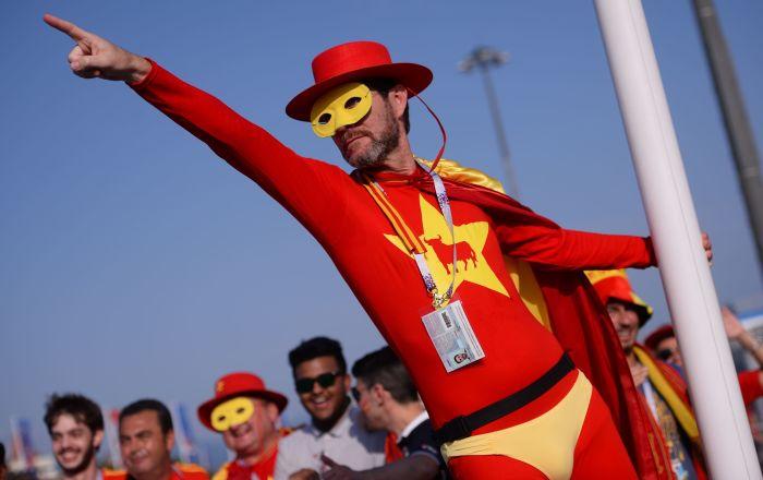 2018年世界杯,西班牙隊球迷在索契舉行的葡萄牙隊和西班牙隊小組賽開始前