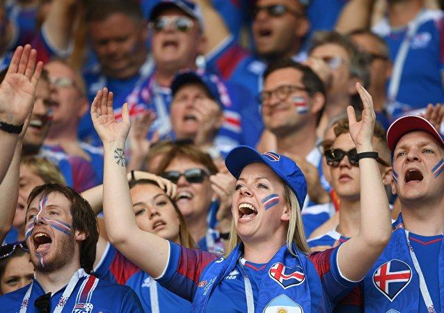 冰島球迷唱《卡琳卡》感謝俄羅斯的盛情款待