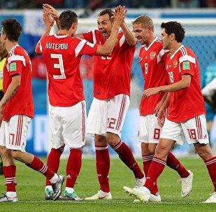 俄罗斯队在世界杯小组赛中踢赢埃及