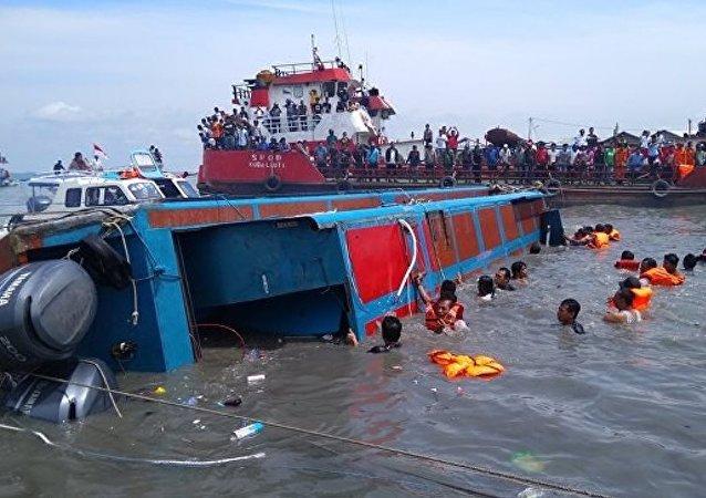 印尼警方:船员疏忽大意可能为渡轮沉没的原因