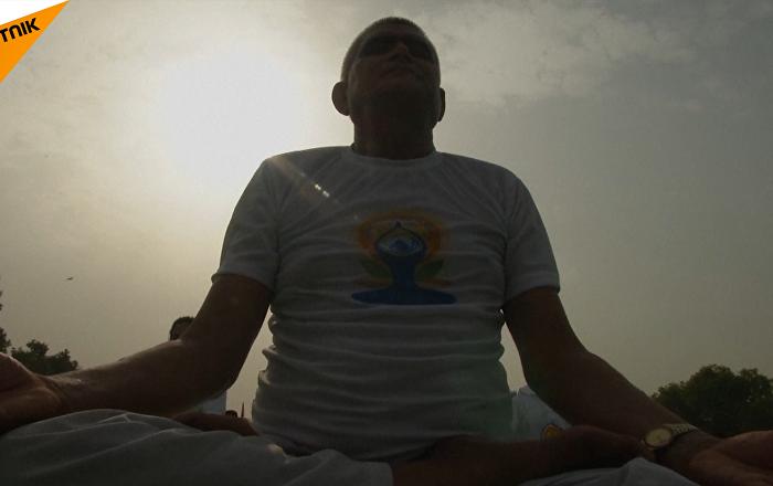 莫迪在国际瑜伽日开了一节瑜伽课