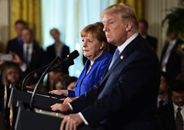 美國總統唐納德·特朗普在加拿大G7峰會上向