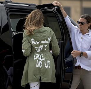 美国第一夫人外套印字引争议