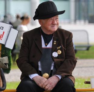 民调:近半德国人支持让默克尔辞职