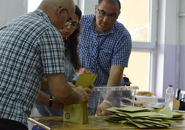 埃爾多安在土耳其總統選舉計票90%後保持領先