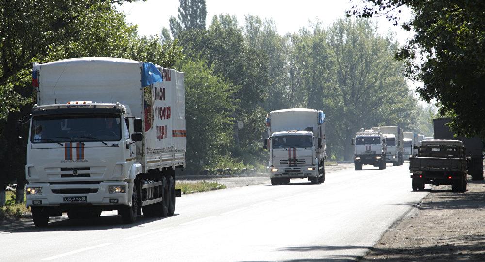 俄紧急情况部人道主义车队向顿涅茨克运送约300吨援助