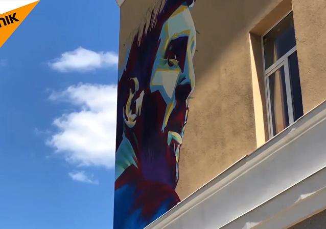 """梅西和C罗在喀山""""墙墙对画"""""""