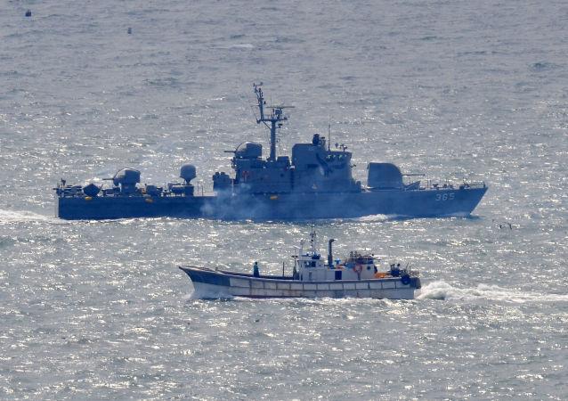 韩国军方扣留越境朝鲜船只