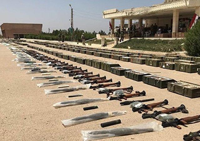 武装分子在德拉省丢弃成吨弹药和武器