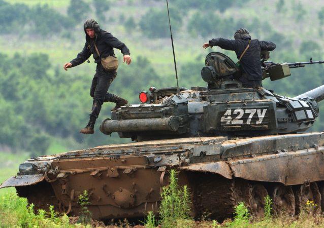 韩国军事代表团访问俄滨海边疆区