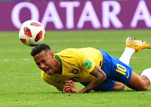 内马尔在世界杯草地上合计躺了13分50秒!