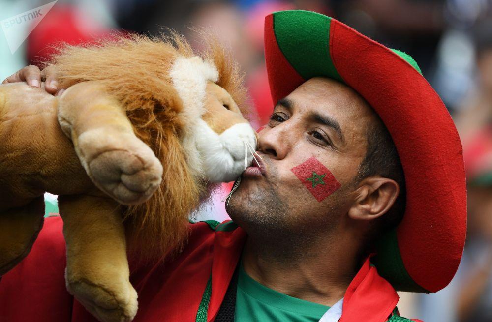 在葡萄牙和摩洛哥的比赛前的摩洛哥球迷