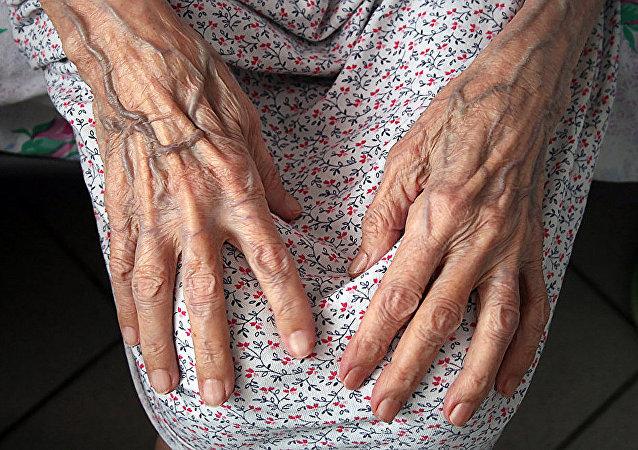 英国百岁老人公布其长寿的主要秘诀