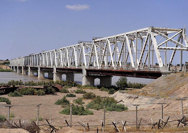 阿富汗-乌兹别克桥 (泰尔梅兹市)