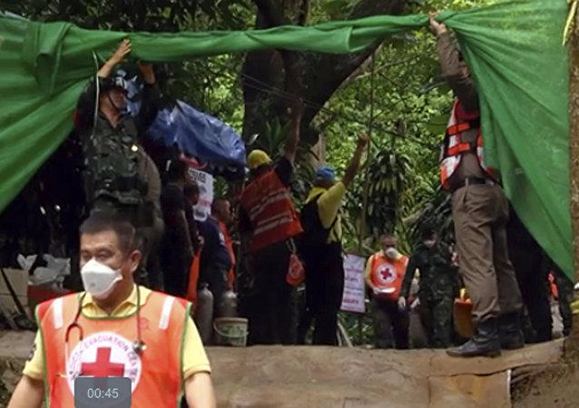 泰国被困少年足球队员已有7人获救