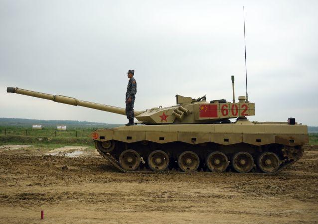 """中国参赛队赢得""""坦克两项""""第三天第二轮比赛的胜利"""