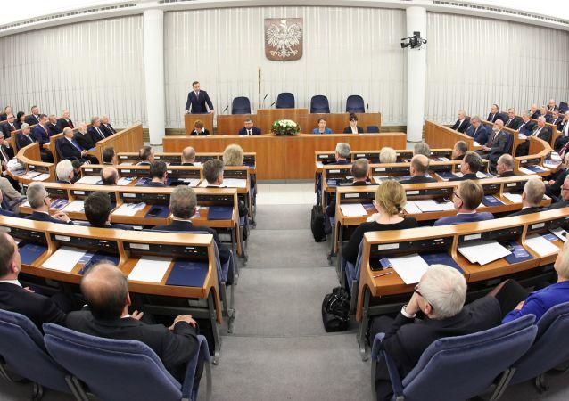 波兰参议院否决总统关于修宪公投的提议