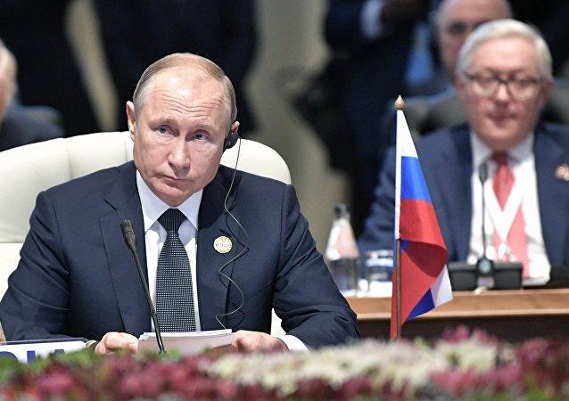 俄总统普京称希望在俄罗斯开设金砖国家新开发银行办公室
