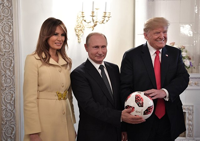 阿迪达斯解释为什么普京送给特朗普的球里有芯片