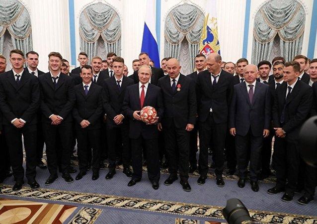 俄罗斯队在克里姆林宫接受颁奖