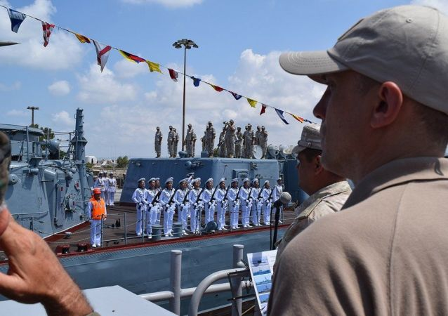 叙利亚塔尔图斯港举行庆祝俄罗斯海军日的海上阅兵式