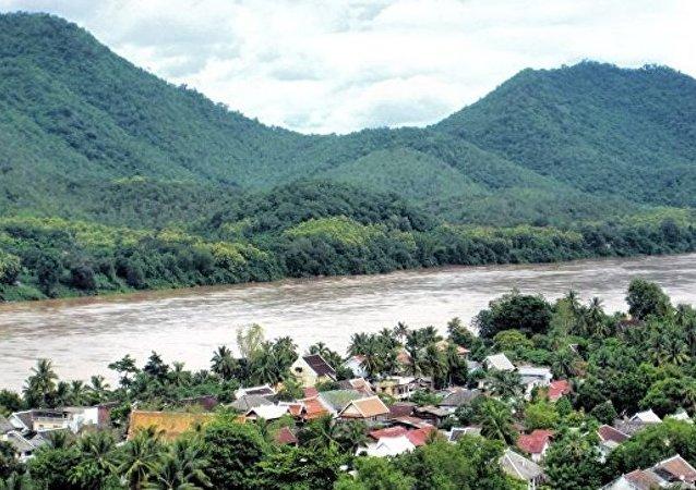 媒体:老挝将与韩泰联合调查溃堤事件