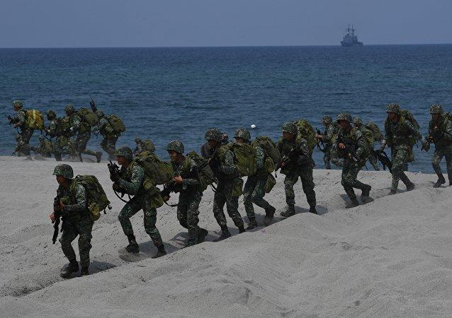 Philippine marines take position