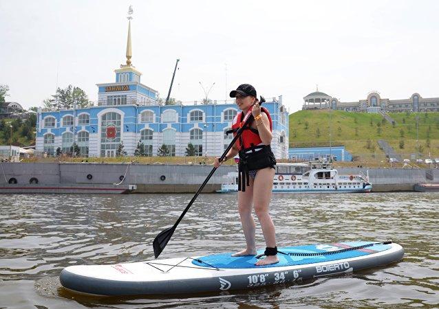 """哈巴罗夫斯克市郊的""""扎伊姆卡""""河上客运码头"""