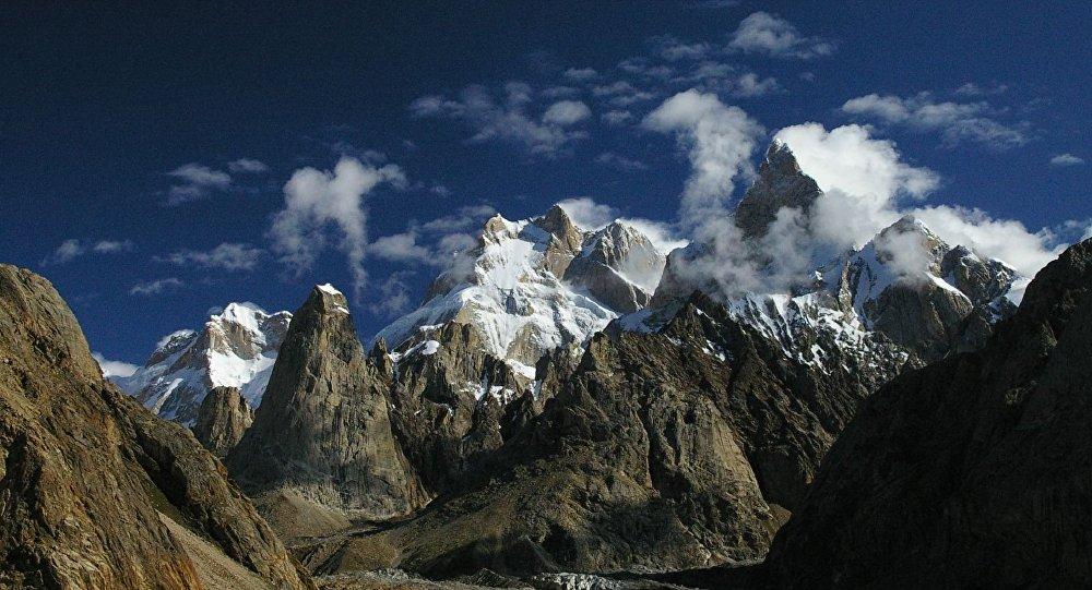 巴基斯坦拉托克1峰 (Latok 1 Peaks)