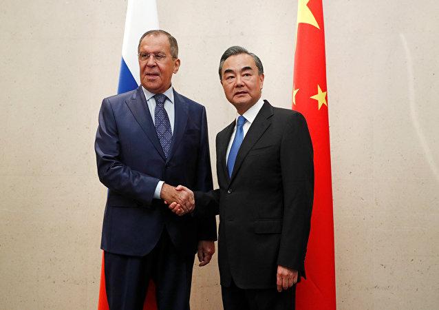 俄中两国外长在新加坡讨论朝鲜半岛局势