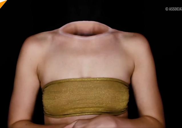 塞尔维亚化妆师把自己画成衣架上的衣服