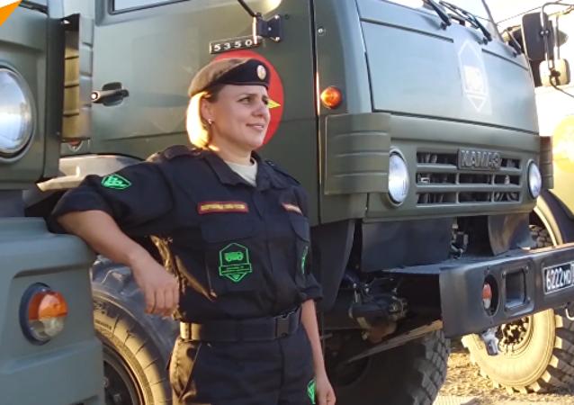 """俄罗斯女兵队将首次参加""""汽车装甲装备大师""""比赛"""