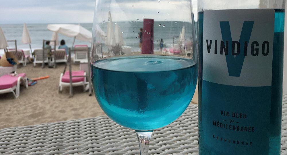 蓝色葡萄酒走红法国
