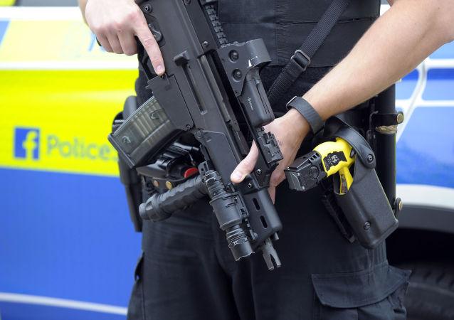 英国警方:不明身份人士打碎英国两座清真寺的窗户