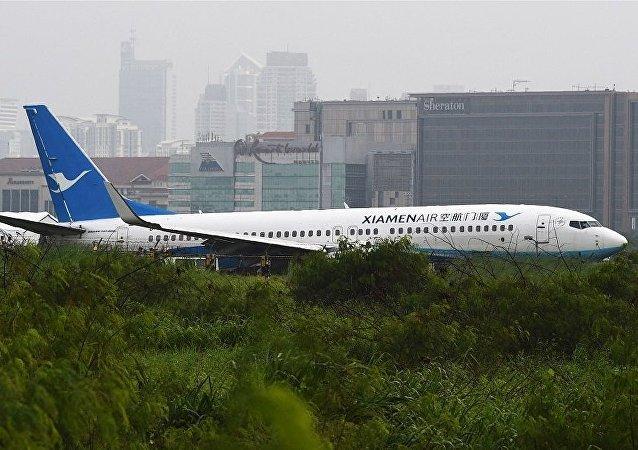 厦门航空客机马尼拉机场降落偏离跑道没人伤