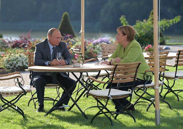 民调:德国人认为默克尔和普京将在2020年外交政策中发挥最大作用