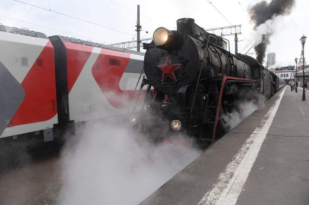 """""""俄罗斯帝国""""号旅游列车启程"""