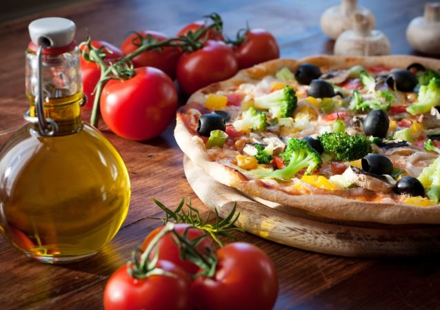 棒约翰创始人30天内吃了40个披萨称情况变得越来越糟