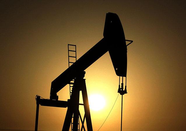 布伦特原油价格自去年1月21日以来首次上涨至每桶超65美元
