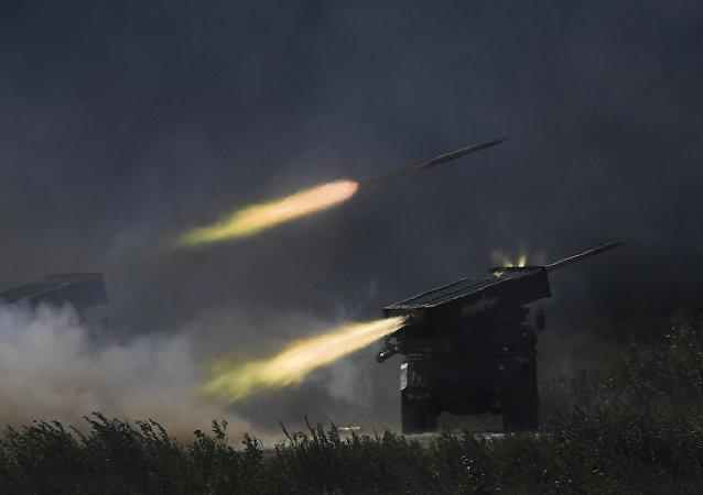 """""""合金""""公司即将完成装在""""龙卷风""""齐射火箭炮炮弹弹头内的无人机试验"""