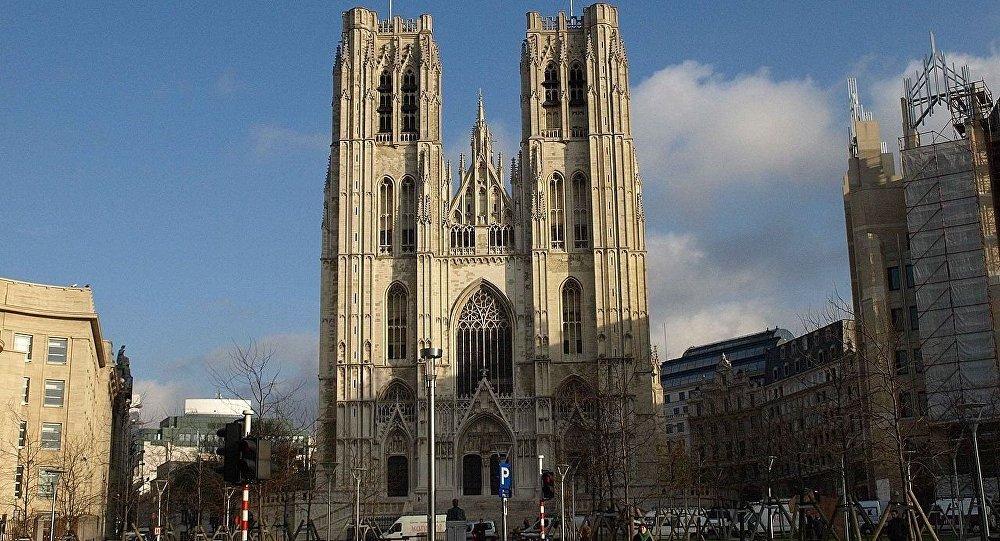 圣弥额尔圣古都勒主教座堂