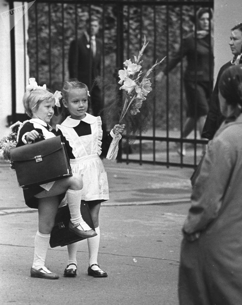 一年级新生,1973年。