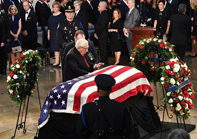 麦凯恩遗体告别仪式在华盛顿举行