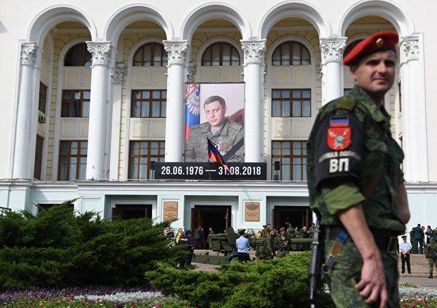 顿涅茨克按照军人仪式安葬扎哈尔琴科