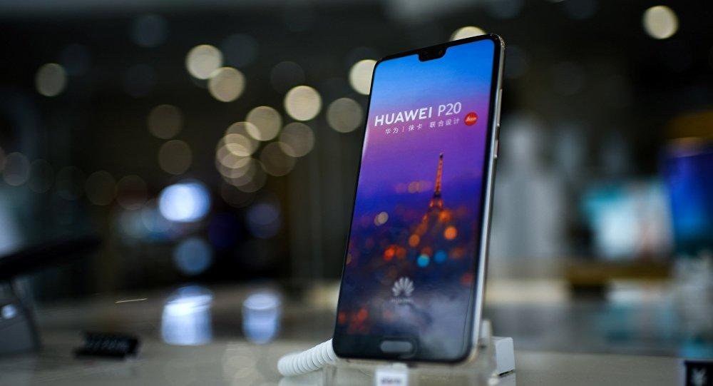 马杜罗称华为公司赠送其一部手机