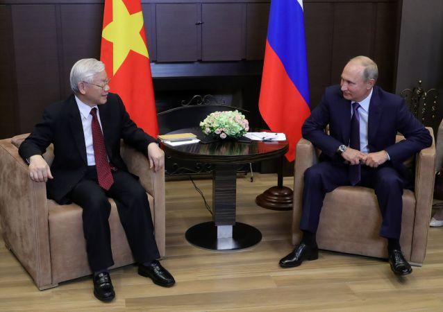 普京与越共总书记签署系列文件