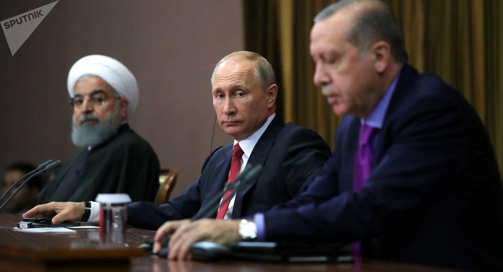 Президент России Владимир Путин, президент Ирана Хасан Рухани и президент Турции Реджеп Тайип Эрдоган во время совместного заявления для прессы по итогам встречи